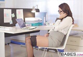 Unlit babe masturbates in office before fuck