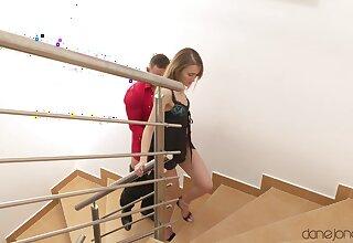 Fit girlfriend Kira Parvati drops on her knees to make him hard