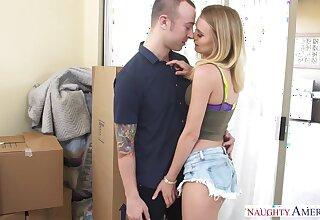 Seductive blondie Natalia Starr is pleasing her new boyfriend before crazy quickie