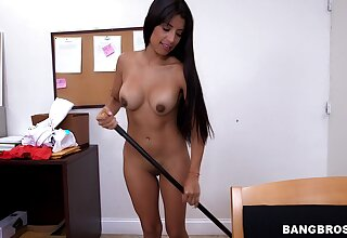 The Mexican cleaning lady is set be advantageous to a big dose of vitalized cock