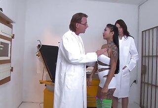 Kim GONZO ass-fuck beim Frauenarzt untersucht