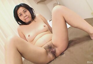 Fingering leads to fucking with sex-mad Asian mature Mako Anzai