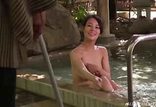 Incorrect Japanese chick Maki Kyouko drops beyond everything her knees to blow