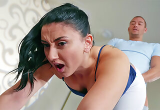 Sport trainer screws buttfuck brown-haired moans in torture