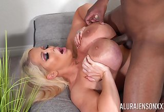 Privileged mature porn with Alura Jenson