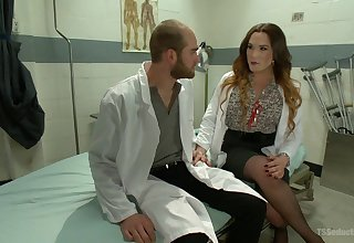 Horny tranny dilute Lana Knight decides to fuck their way patient on the bed