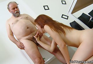 Old instructor knows how to convince student Sveta to try anal sex for the first time