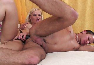Blonde mistress aggravation fucks her man then licks his sperm deficient keep